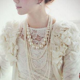 celebrity-style-glamour-layered-pearl-necklace-2.jpg